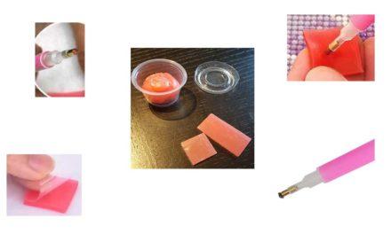 Vax eller vad är det rosa kladdet?