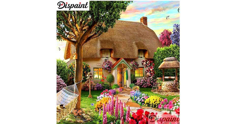 Hus omgivet av blommor